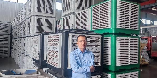 总经理下厂视察环保空调生产,再三跟生产部长强调产品品质把控